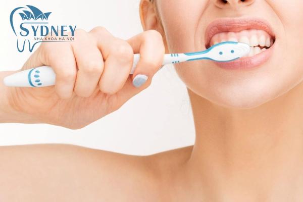 Vệ sinh răng sạch sẽ hằng ngày